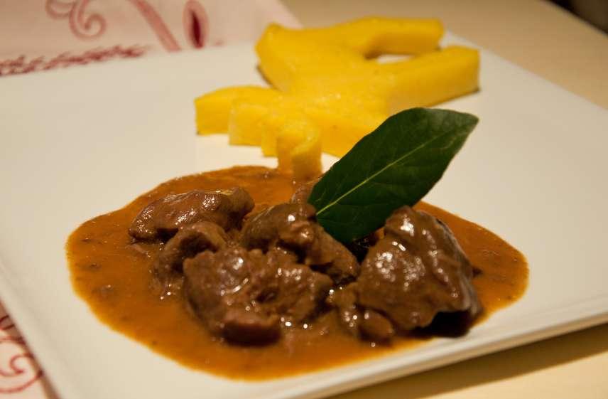 Recette de l 39 paule de chevreuil en civet - Cuisiner un gigot de chevreuil ...