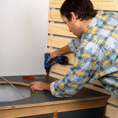 Fabriquer un meuble de lavabo sur mesure for Fabriquer meuble