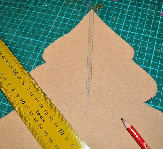 fabriquer un sapin en carton
