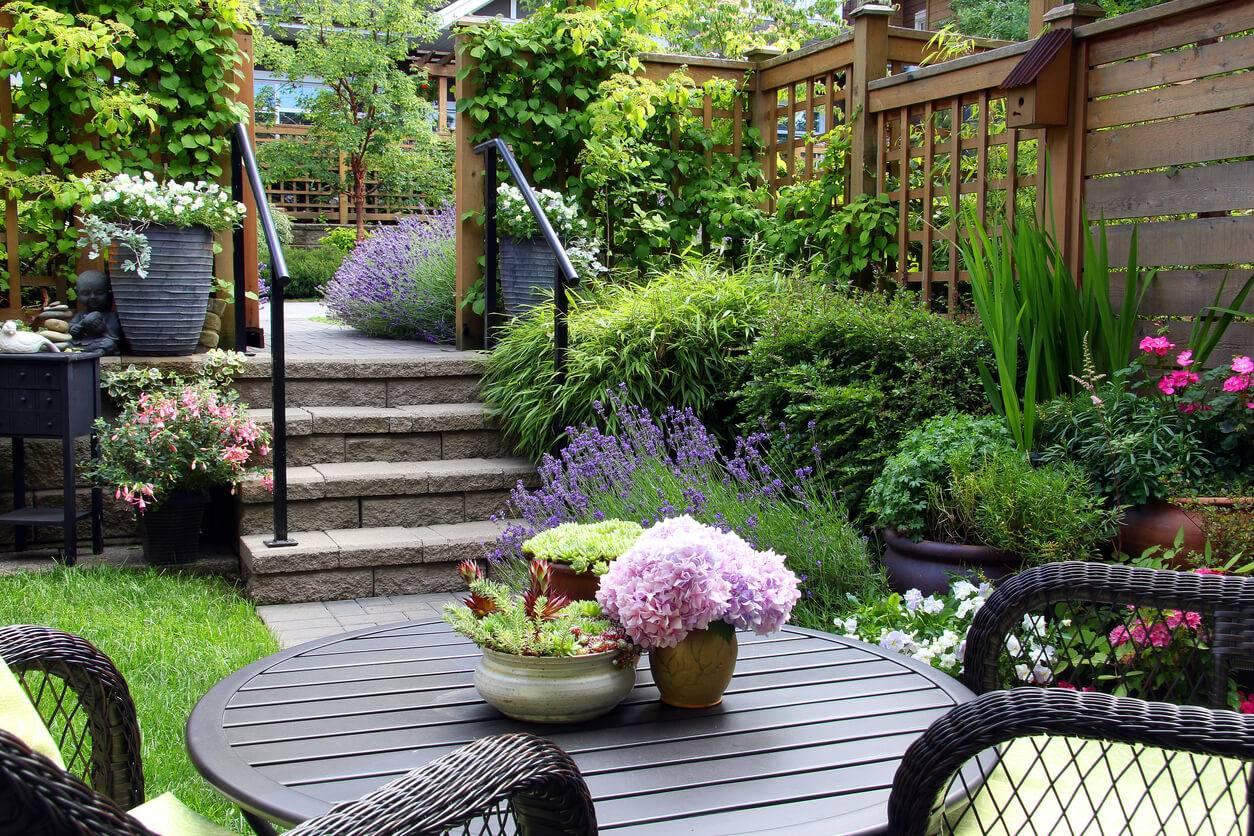 garden staging la nouvelle tendance pour mieux vendre sa maison. Black Bedroom Furniture Sets. Home Design Ideas