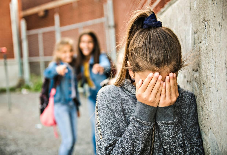 Harcèlement scolaire : les signes qui doivent alerter les ...