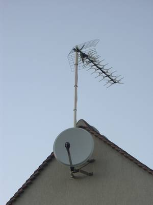 Installation parabole comment installer une antenne for Cable passe fenetre pour parabole satellite