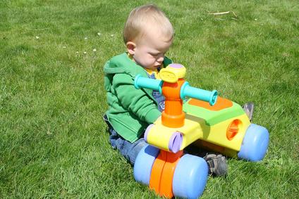 jouet enfant quels jouets choisir pour un enfant entre 1 an et 2 ans. Black Bedroom Furniture Sets. Home Design Ideas