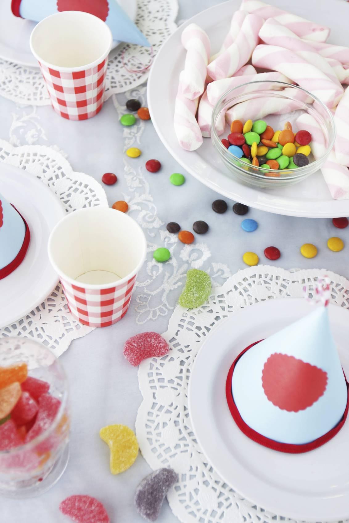 Comment d corer une table anniversaire - Comment decorer une table d anniversaire ...
