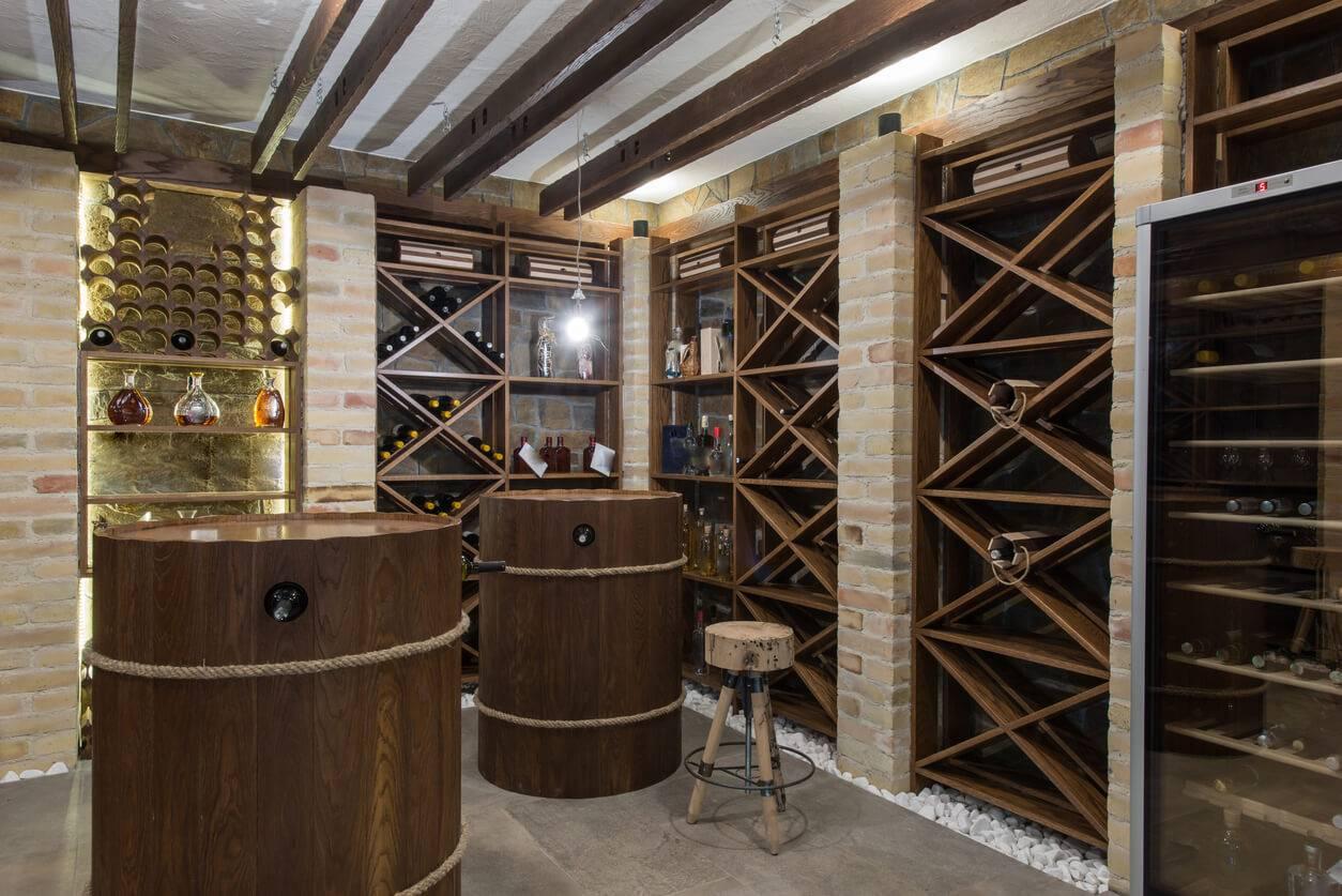 le cellier un espace de stockage pratique pour le vin et les produits m nagers. Black Bedroom Furniture Sets. Home Design Ideas
