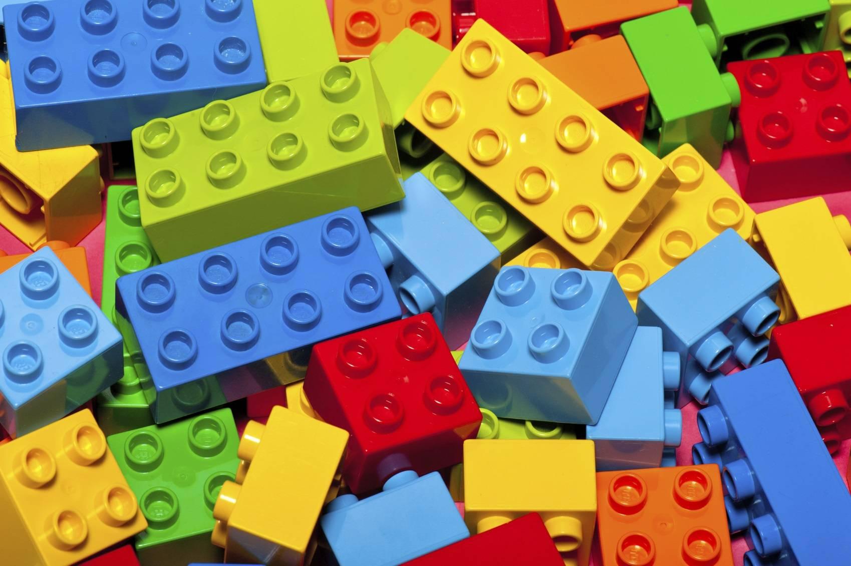 lego veut se passer de briques en plastique  lhorizon