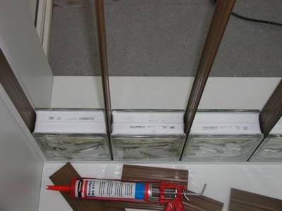 Monter un mur en briques de verre for Pose brique de verre exterieur
