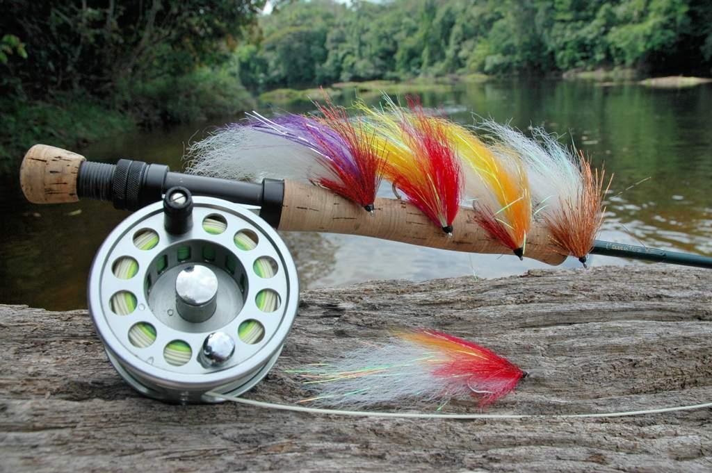 Les crochets par les mains pour la pêche