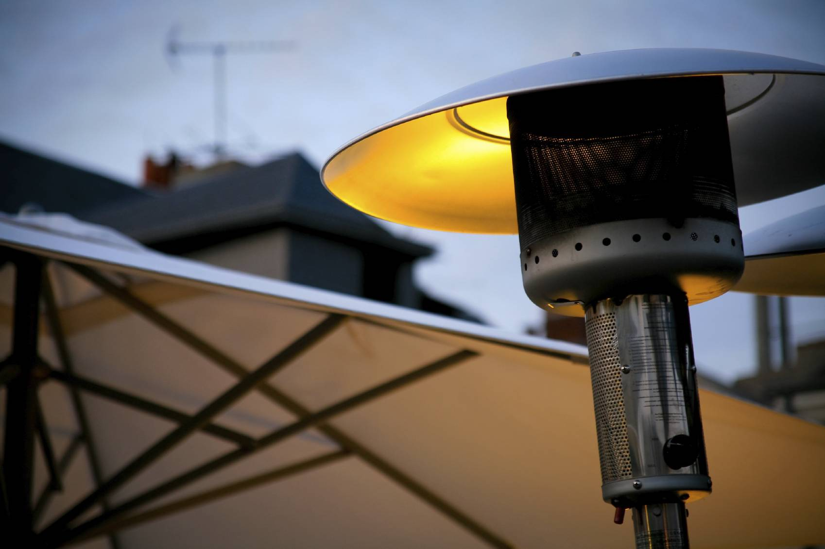 Comment choisir son parasol chauffant pour sa terrasse for Chauffage exterieur propane