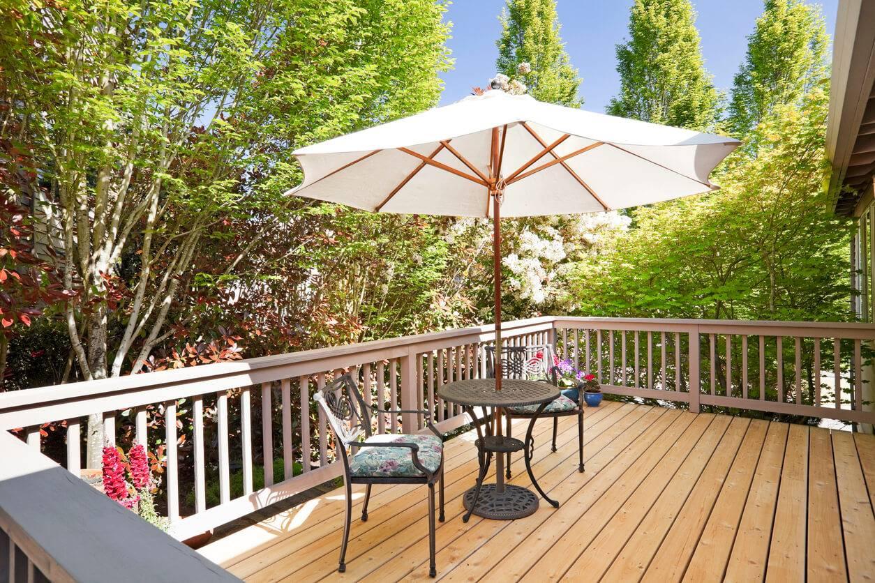 Parasol ou voile d'ombrage ? Lequel choisir pour sa terrasse ...