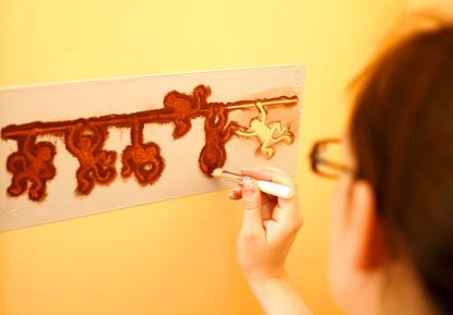 Peinture pochoir peindre au pochoir - Peinture pour pochoir ...