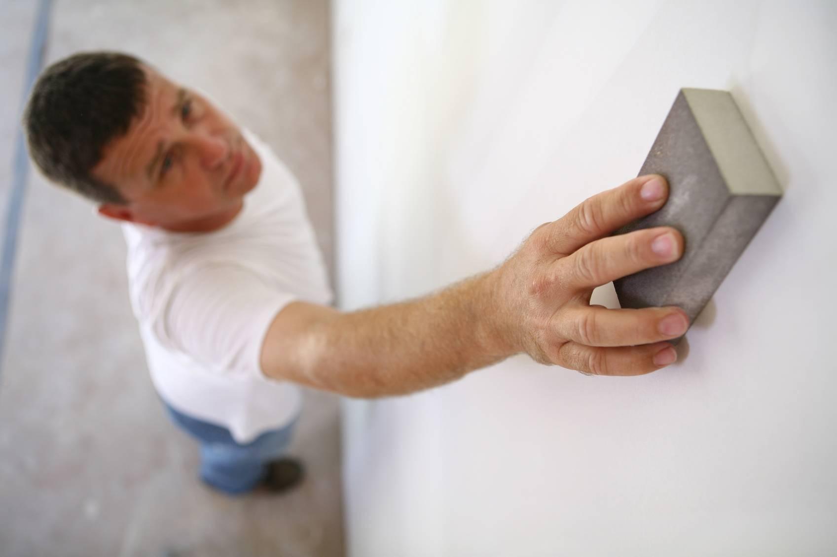 jardin-et-bricolage - poncer une plaque de plâtre