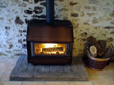 po le bois d couvrir le chauffage au po le bois. Black Bedroom Furniture Sets. Home Design Ideas