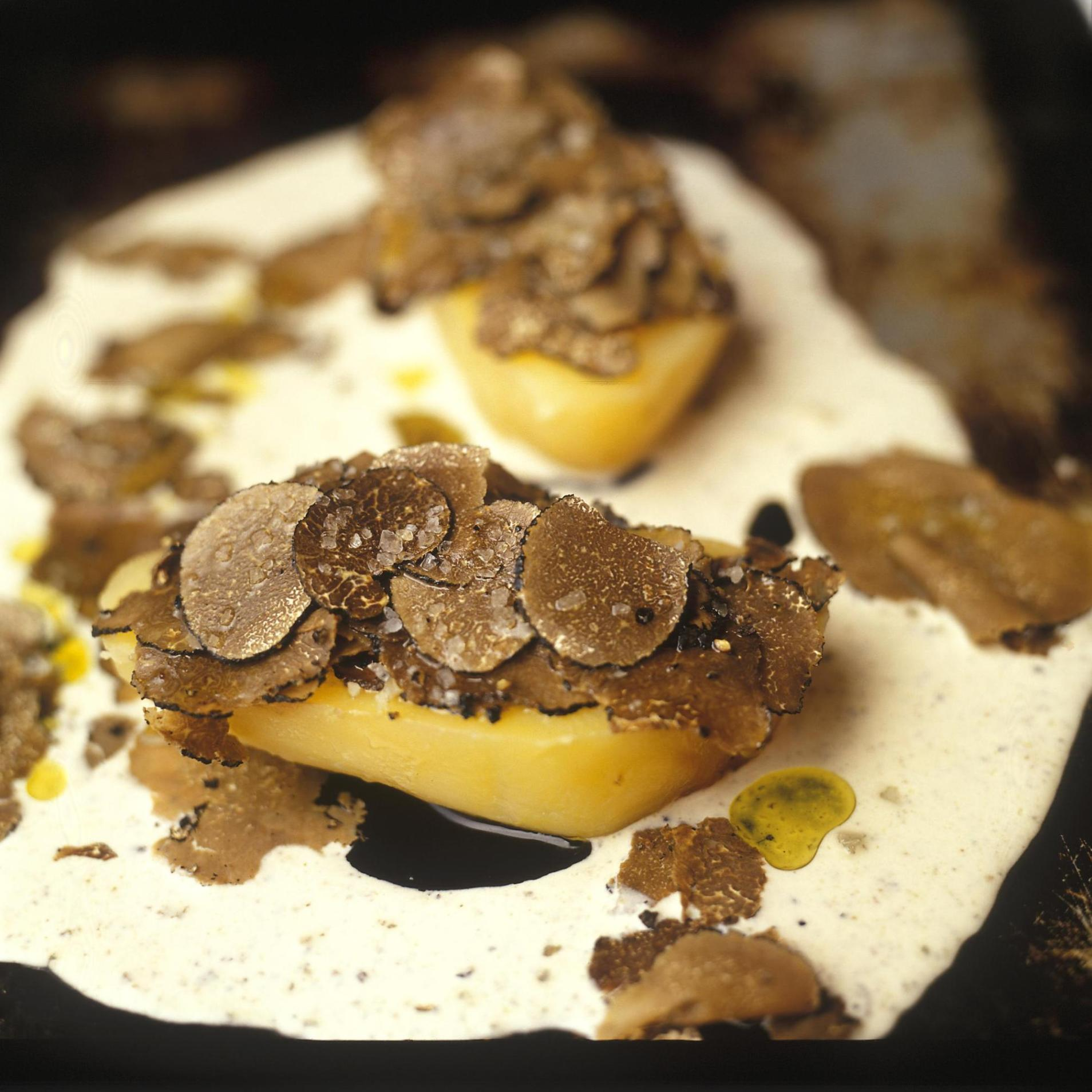 Pomme de terre aux truffes cuites en robe des champs par - Recette pomme de terre en robe de chambre ...