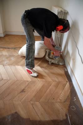 poncage parquet prix m2 comment rnover un parquet vitrifi ou stratifi with poncage parquet prix. Black Bedroom Furniture Sets. Home Design Ideas
