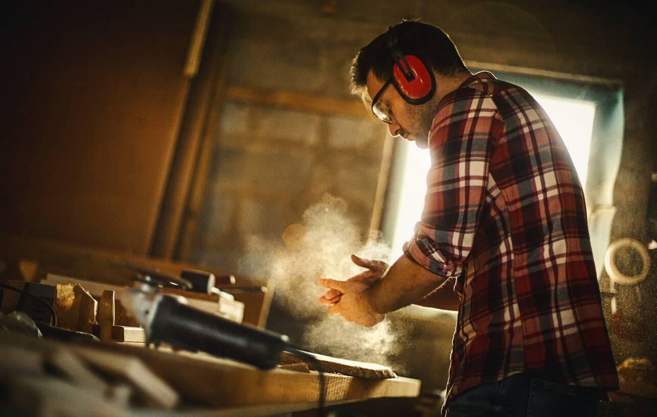 Poncer un meuble en bois for Poncer un meuble en bois
