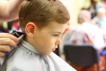 Couper cheveux 2 ans