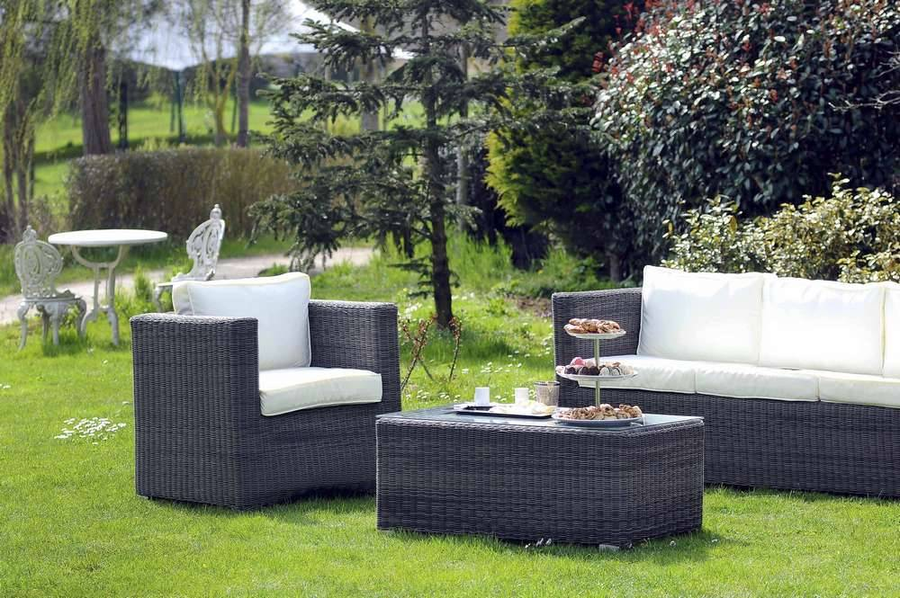 salon de jardin en r sine il a plein d 39 avantages. Black Bedroom Furniture Sets. Home Design Ideas