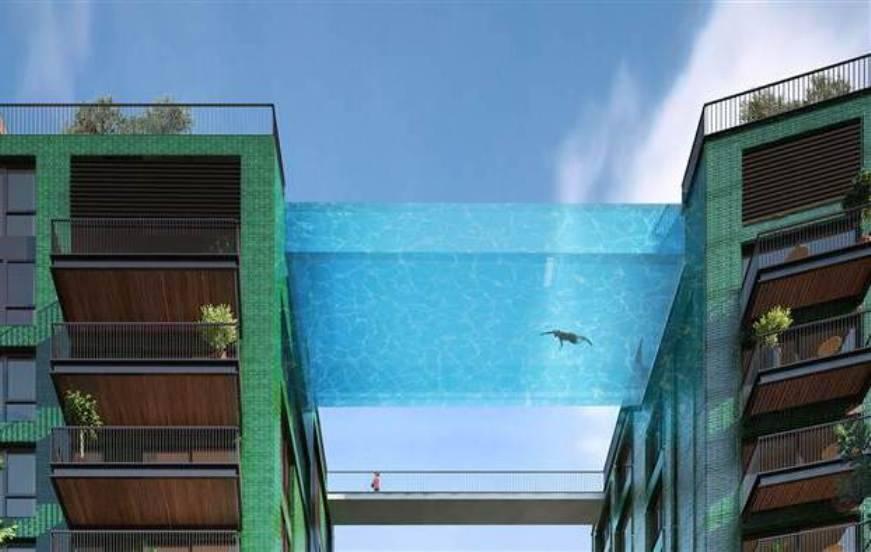 Une piscine de verre suspendue entre 2 immeubles for Cena in piscina