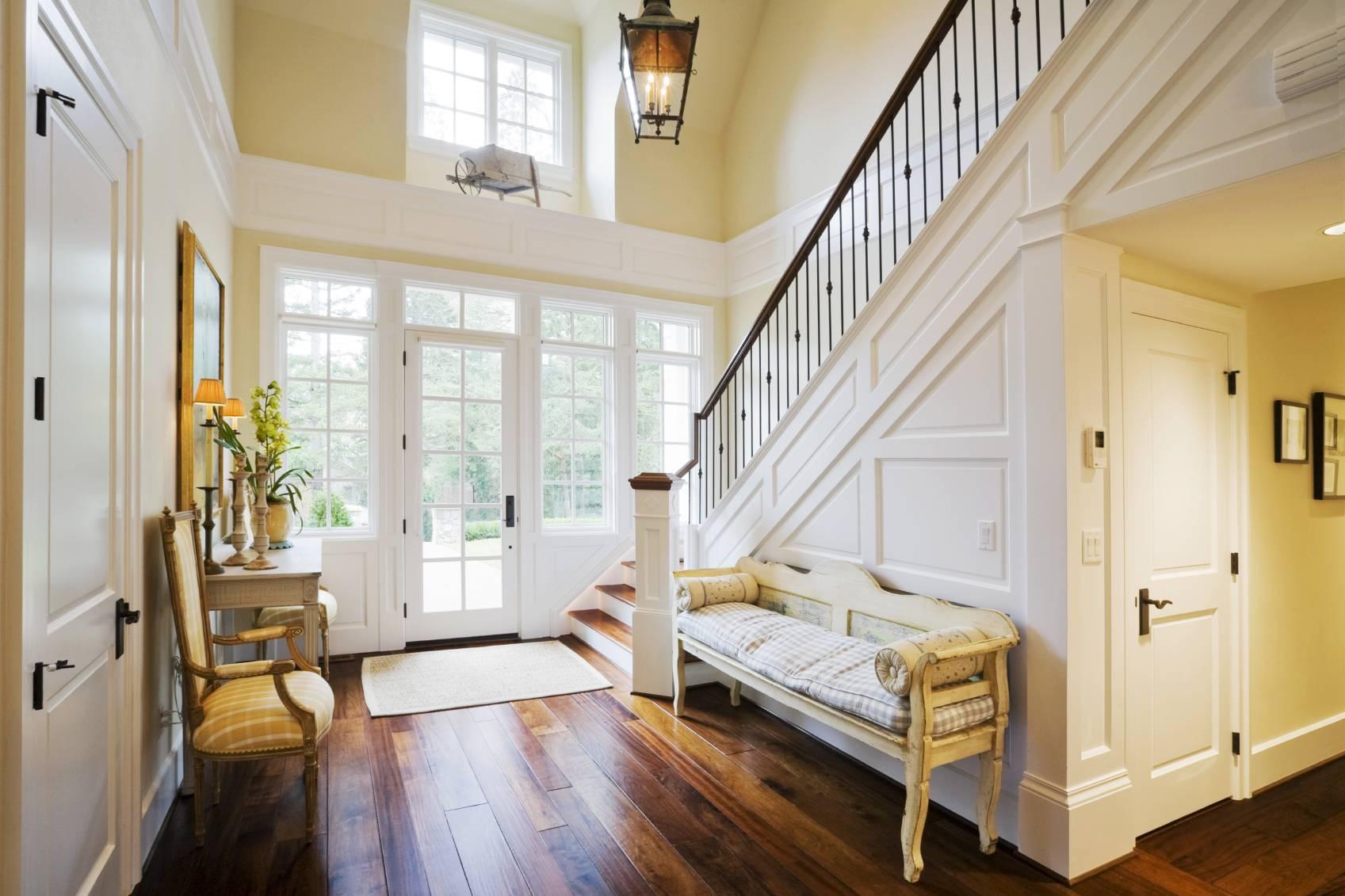 Yellow Foyer Ideas : Aménager l espace sous un escalier pratique