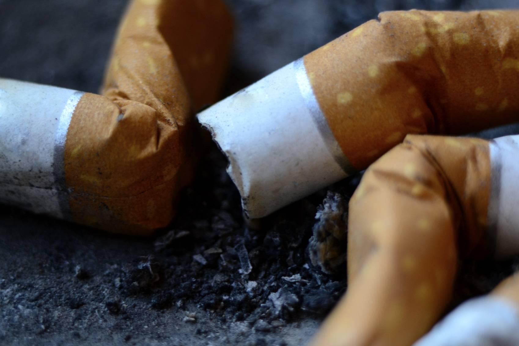 Comme la jeune fille a cessé de fumer et na pas pris le poids