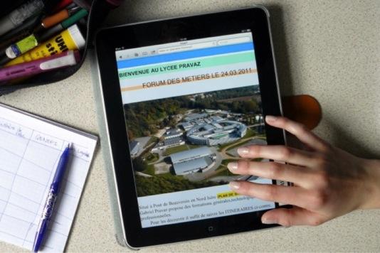 la tablette n 39 est pas pr te de remplacer le manuel scolaire. Black Bedroom Furniture Sets. Home Design Ideas