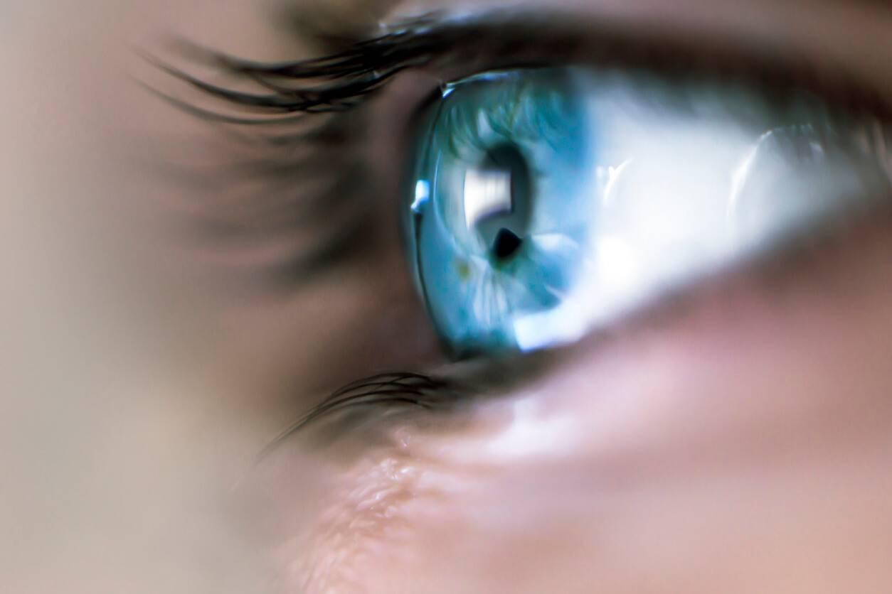 Tatouage l 39 oeil les dangers de cette nouvelle tendance - Tatouage larme sous l oeil ...