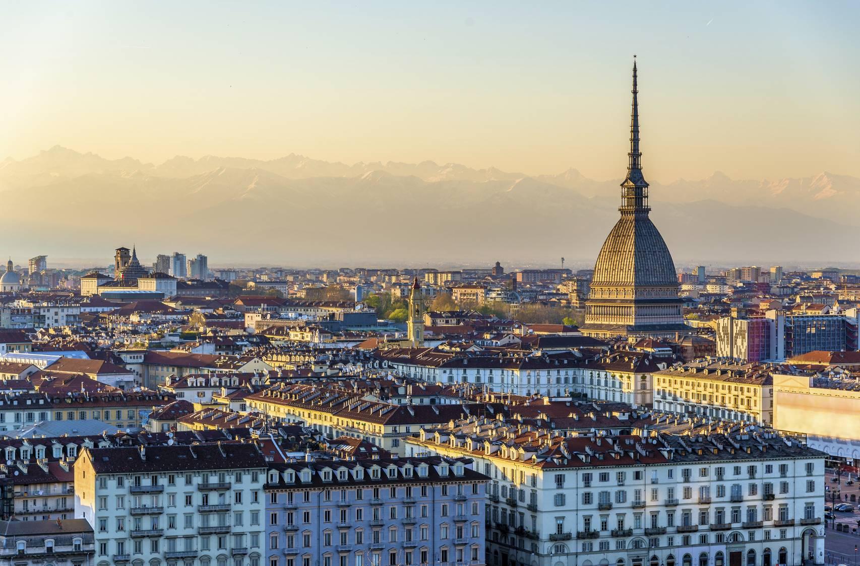 Turin la premi re ville v g tarienne d 39 italie - Piscine place d italie ...