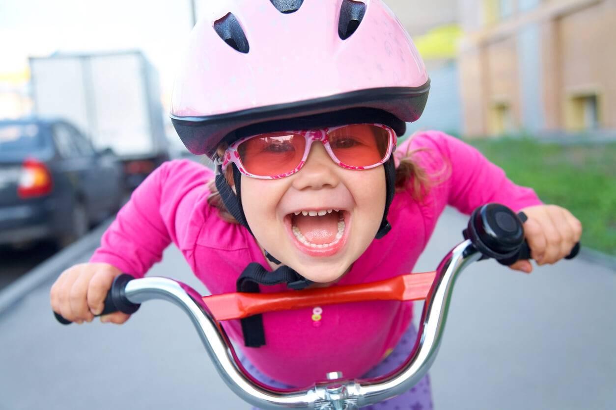 V lo le casque obligatoire pour les enfants de moins de - Le port du casque a velo est il obligatoire ...