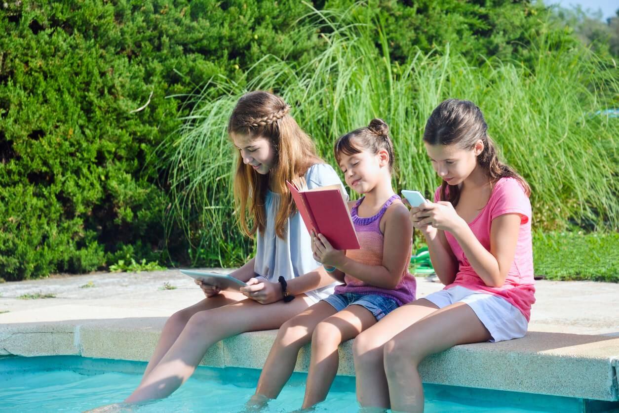 Vendredi lecture : les cahiers de vacances sont-ils utiles pour vos enfants ? / iStock.com -Maica