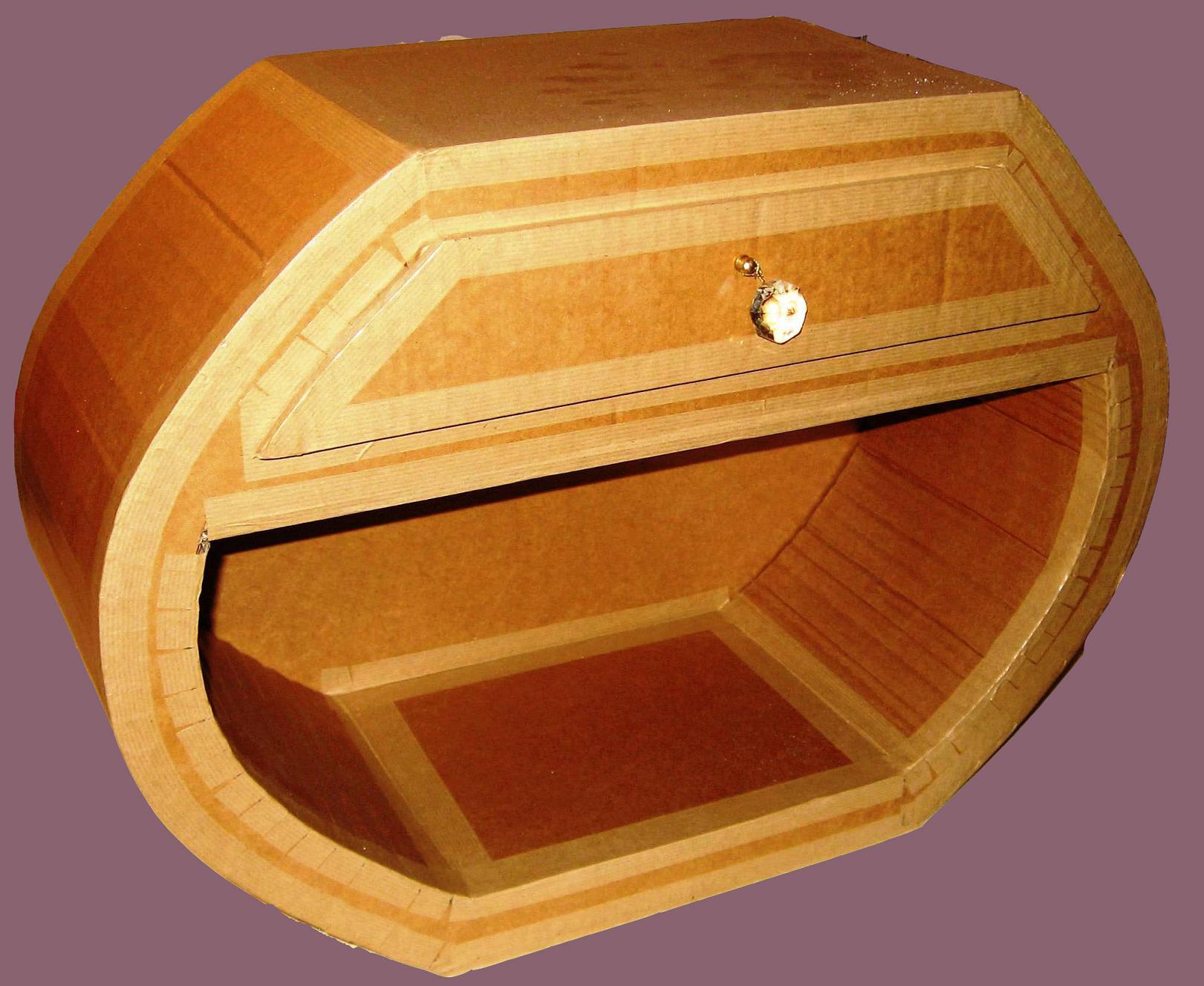 Vernis Ou Vitrificateur Sur Un Meuble Peint vitrifier un meuble en carton | pratique.fr